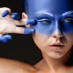 donna-viso-blu